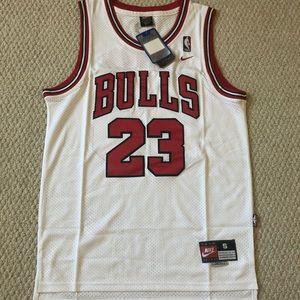 NWT white stitched jordan bulls jersey! size S-XL